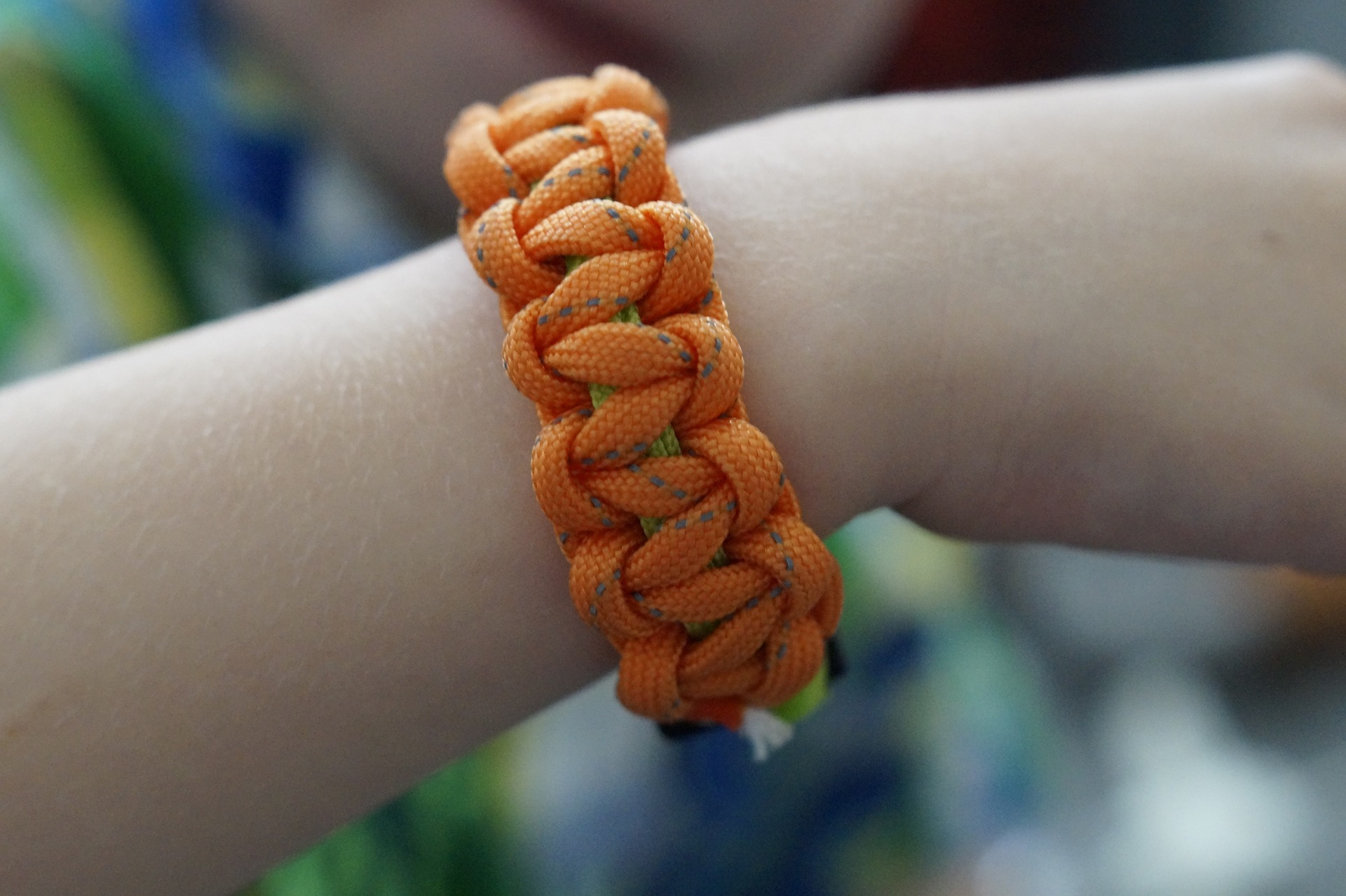 Curbside Crafts: Paracord Bracelet Tutorial